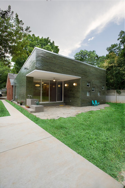 contemporary exterior by MCM - McMillan Construction