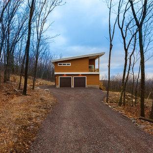 Idéer för ett mellanstort modernt oranget hus, med två våningar och pulpettak