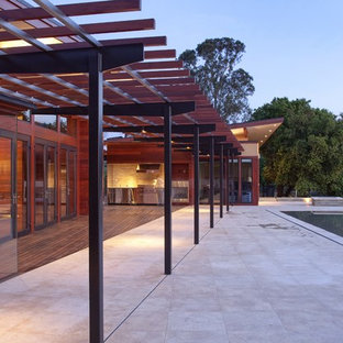 This is an example of a contemporary one floor house exterior in San Francisco.