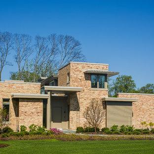 Idée de décoration pour une grand façade de maison rose minimaliste à un étage avec un toit plat.