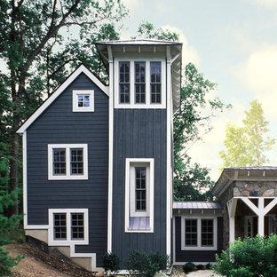 Exemple d'une grand façade de maison bleue tendance à deux étages et plus avec un revêtement mixte.