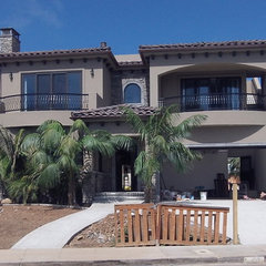 tropical exterior by Nau Builders, Inc.