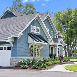 Inspiration for a large craftsman blue two-story wood exterior home remodel in Chicago with a shingle roof