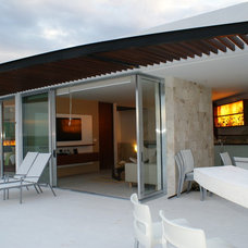 Modern Exterior by Proyecto+7