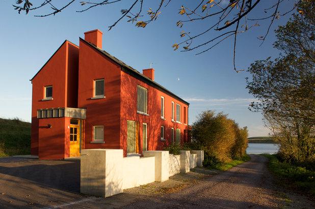 Современный Фасад дома by J.E Keating + Associates