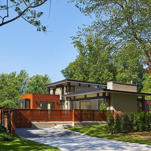 Mittelgroßes, Zweistöckiges, Graues Modernes Einfamilienhaus mit Putzfassade, Flachdach und Misch-Dachdeckung in Washington, D.C.