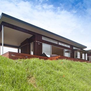 Einstöckiges, Braunes Modernes Haus in Auckland