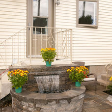 Traditional Exterior by Plani-paysage inc.