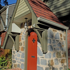 Traditional Entry by WINN Design+Build