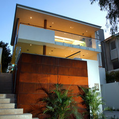 contemporary exterior by Paul Burnham Architect Pty Ltd