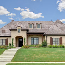 Traditional Exterior by Braswell Homes Inc