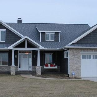 Idéer för att renovera ett amerikanskt grått hus, med allt i ett plan och blandad fasad
