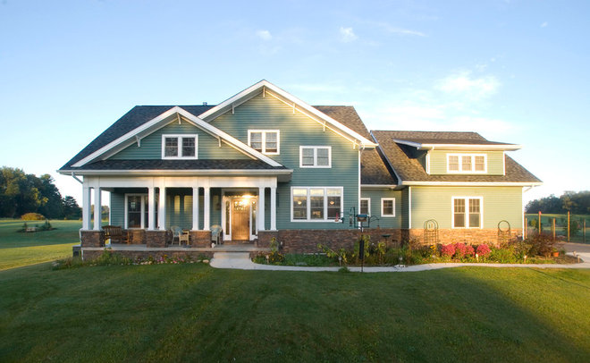 Traditional Exterior by DRF DESIGN