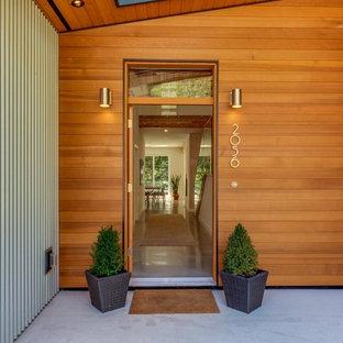 Стильный дизайн: большой, двухэтажный, серый дом в стиле модернизм с комбинированной облицовкой и плоской крышей - последний тренд