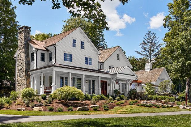 Farmhouse Exterior by PH Architects