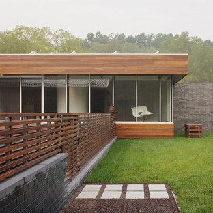 Ejemplo de fachada actual con revestimiento de madera