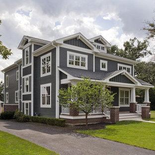 На фото: большой, двухэтажный, деревянный, синий частный загородный дом в классическом стиле с двускатной крышей, крышей из гибкой черепицы, черной крышей и отделкой планкеном