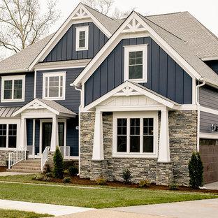 他の地域のトランジショナルスタイルのおしゃれな家の外観 (混合材サイディング、青い外壁) の写真