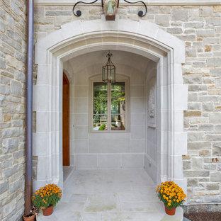 Imagen de fachada de casa gris, ecléctica, grande, de dos plantas, con revestimiento de piedra