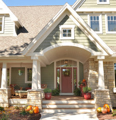traditional exterior by Van's Lumber & Custom Builders, Inc.