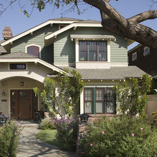 craftsman exterior by Dorothy Howard AIA, Architect