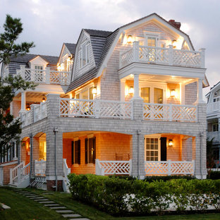Inspiration for a large timeless three-story exterior home remodel in Philadelphia with a gambrel roof
