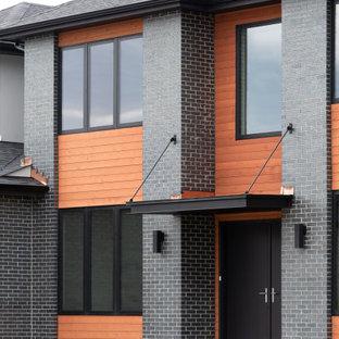 Inspiration för stora moderna grå hus, med två våningar, tegel och tak i shingel
