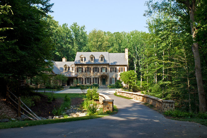 Traditional Exterior by Plusen Landscape Architects
