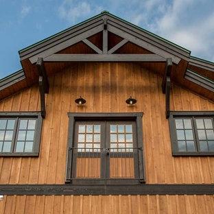 На фото: дом в стиле рустика с