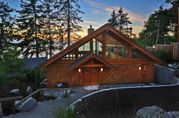 Rustic Exterior by Streamline Design Ltd. - Kevin Simoes