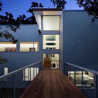 Imagen de fachada moderna con revestimiento de metal