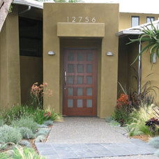 Contemporary Exterior by debora carl landscape design