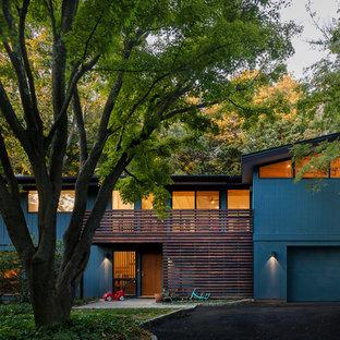 Inspiration pour une façade de maison bleue vintage de taille moyenne et à un étage avec un toit en appentis.