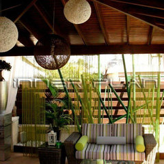 tropical exterior by Inner Plan Design Studio Ltd