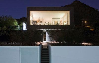 Houzzツアー:砂漠の景色を窓いっぱいに楽しむミニマリストの傑作住宅