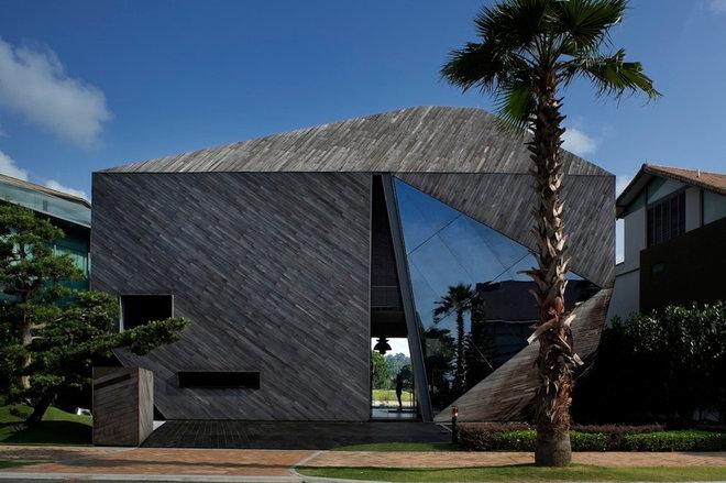 Modern Facade by Formwerkz Architects