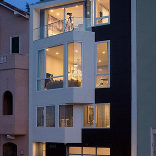 Inredning av ett modernt grått lägenhet, med tre eller fler plan och blandad fasad