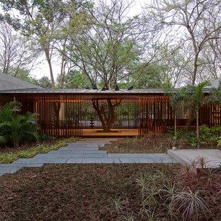 Свежая идея для дизайна: дом среднего размера в современном стиле - отличное фото интерьера