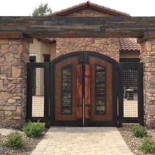 Imagen de fachada de casa beige, industrial, grande, de dos plantas, con revestimientos combinados, tejado a cuatro aguas y tejado de teja de barro