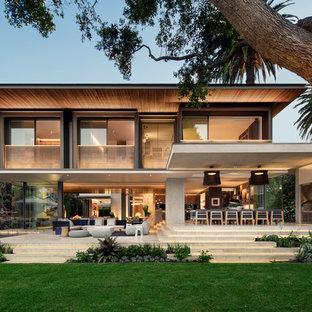 Ispirazione per la facciata di una casa unifamiliare multicolore contemporanea a due piani con rivestimento in cemento e tetto piano