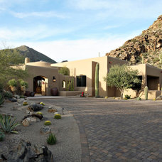 Southwestern Exterior by Robinette Architects, Inc.