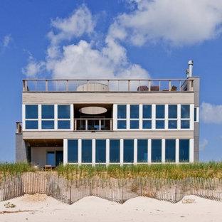 Coastal exterior home idea in New York