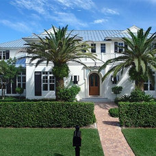 Traditional Exterior by DWYER CONSTRUCTION & DEVELOPMENT, INC.