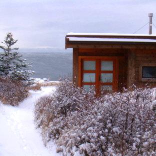 Idéer för att renovera ett litet funkis brunt hus, med allt i ett plan, platt tak och levande tak