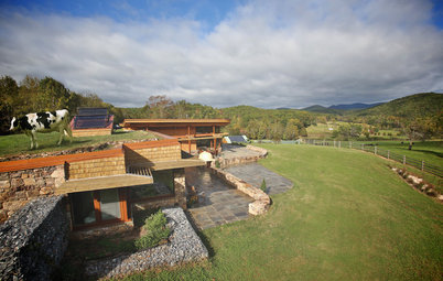 Houzz Tour: A Self-Sufficient Farmhouse With a Sheep-Pasture Roof