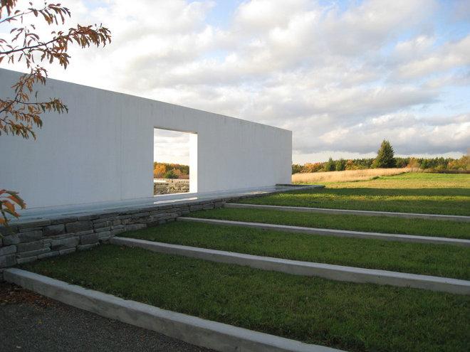 Modern Landscape by Bushman Dreyfus Architects