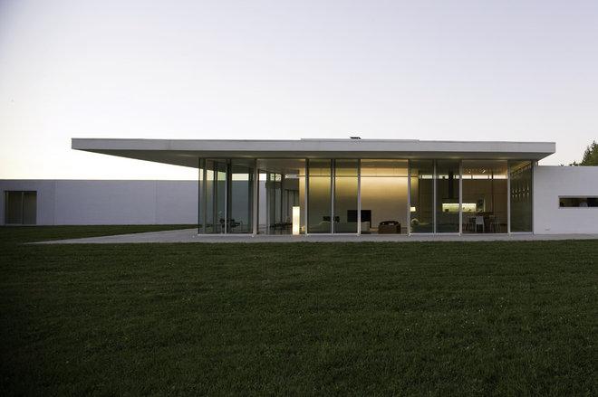 Modern Exterior by Bushman Dreyfus Architects