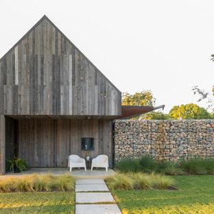 Inspiration för mellanstora rustika bruna trähus, med sadeltak