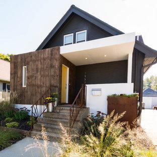 ウィチタの中くらいのコンテンポラリースタイルのおしゃれな家の外観 (木材サイディング) の写真