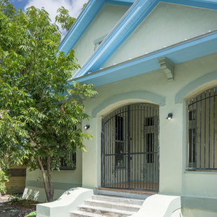 Mid-sized white one-story stucco exterior home photo in Austin with a metal roof